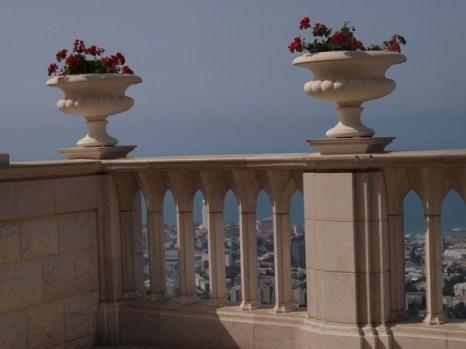 Хайфа, ограда Бахайского сада, фрагмент. Фото: Хава ТОР/Великая Эпоха