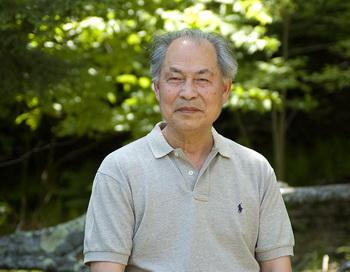 Профессор Чжан Куньлунь делится своими мыслями о связи между творчеством и духовностью. Фото;