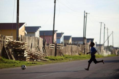 Жизнь в одном из старейших южноафриканских городов Нью-Брайтоне. Фоторепортаж. Фото: Dan Kitwood/Getty Images