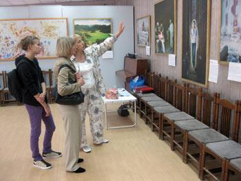 Выставка картин Истина, Доброта, Терпение в Минусинске. Фото: Великая Эпоха (The Epoch Times)