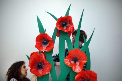 Международная ярмарка предметов современного искусства Collect international art fair for contemporary objects готова к открытию в галерее Сатчи в Лондоне 9 мая 2013 г. Фото: Peter Macdiarmid/Getty Images