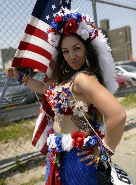 Карнавал-парад Мермейд состоялся на Кони-Айленд в нью-йоркском Бруклине 22 июня 2013 г. Фото: Mario Tama/Getty Images