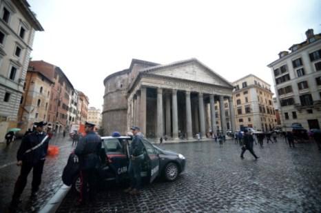 Полиция Италии нанесла сокрушительный удар по неаполитанской Каморре. Фото: FILIPPO MONTEFORTE/AFP/Getty Images