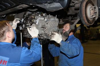 Выбираем коробку переключения передач. Фото с nissan-stmotors.ru
