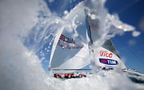 Яхты, как «морские бабочки» на водной глади океана. Фото: JOSE JORDAN/AFP/Getty Images