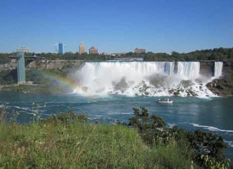 Американский водопад и водопад «Фата» (справа) (англ. American Falls). Фото: Ирина Лаврентьева/Великая Эпоха
