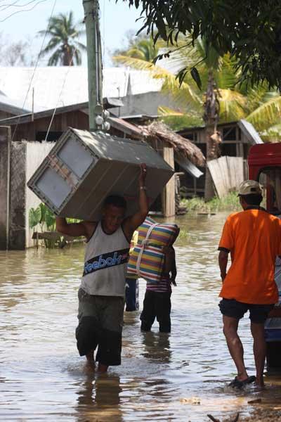 Наводнение на Филиппинах Фото: Jeoffrey Maitem/Getty Images