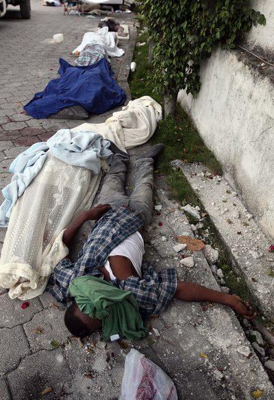 Вследствие землетрясения на Гаити люди массово умирают. Фото: Joe Raedle/Getty Images