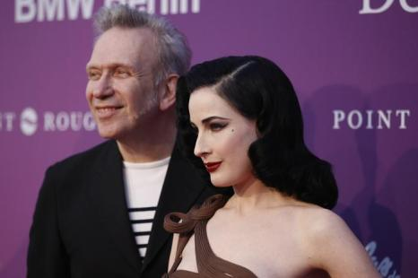 Дита фон Тиз (Dita von Teese) и Жан Поль Готье (Jean Paul Gaultier) на Duftstars Awards 2012 в Берлине. Фоторепортаж. Фото: Andreas Rentz/Getty Images