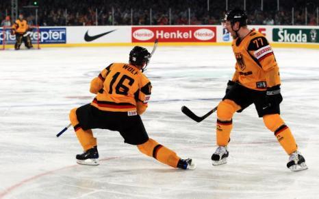 ЧМ-2010. На чемпионате мира по хоккею: сборная Германии - сборная США. Фоторепортаж. Фото: Christof KOEPSEL/Bongarts/Getty Images