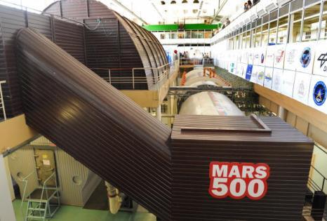 Марс-500. Виртуальный  полет на Марс. Фоторепортаж. Фото: ALEXANDER NEMENOV/AFP/Getty Images