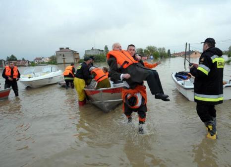 Проливные дожди затапливают города и селения на юге Польши. Фото: WOJTEK RADWANSKI/AFP/Getty Images