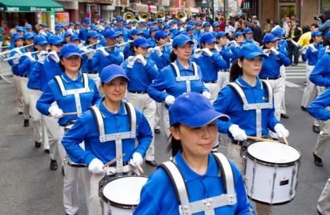 Участие Небесного оркестра в грандиозном параде в китайском квартале Манхэттена, 18 мая. Фото: Samira Bouaou/The Epoch Times