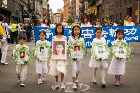 Траурное шествие в память о последователях Фалунь Дафа, погибших в результате преследований в Китае. Фото: Chen/The Epoch Times