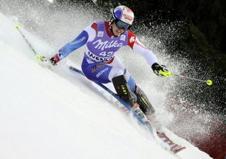 Зимой не до скуки. Швейцарец Джастин Мурисье на первом этапе соревнований по слалому в Венгене, Швейцария, 16 января. Фото: AFP PHOTO/FABRICE COFFRINI
