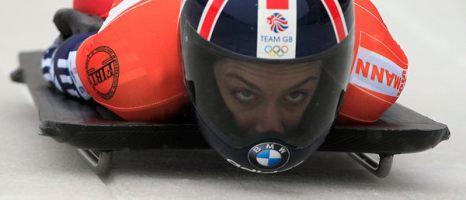 Зимой не до скуки. Олимпийская золотая медалистка англичанка Эми Уильямс на Кубке мира по скелетону и бобслею в Винтерберге, Германия, 22 января. Фото: AP Photo/Frank Augstein