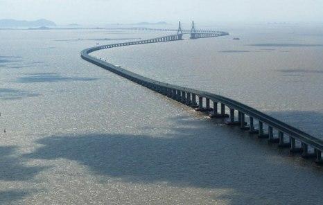 Протяженность моста 42 500 метров, а обошелся он китайскому правительству в $8,72 миллиарда.Фото: bigpicture.ru