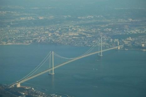 Он соединяет город Кобе (остров Хонсю) и город Авадзи (одноименный остров). Фото: bigpicture.ru