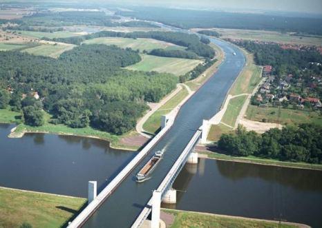Самый длинный мост-акведук (водный мост) расположен в немецком городе Магдебург. Фото: bigpicture.ru