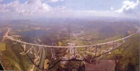 Максимальная высота опоры у моста равна 341 метр, что выше Эйфелевой башни! Общая длина – 2460 метров.Фото: bigpicture.ru