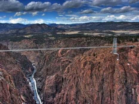 Длина моста Royal Gorge Bridge всего 384 метра, а ширина и вовсе 5 метров.Фото: bigpicture.ru