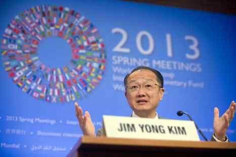 Президент  Всемирного банка Джим Ен Ким выступает на пресс-брифинге в штаб-квартире МВФ в Вашингтоне. Фото: SAUL LOEB/AFP/Getty Images
