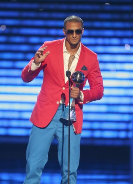 Игрок NFL Колин Каперник принимает награду на церемонии вручения спортивных наград ESPY Awards 2013 в Лос-Анджелесе 17 июля 2013 года. Фото: Frederick M. Brown/Getty Images for ESPY