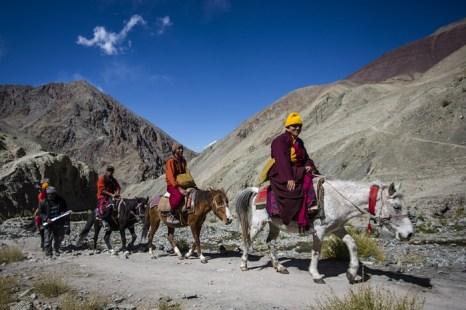 Монахи в пути. Ладак. Фото: Daniel Berehulak/Getty Images