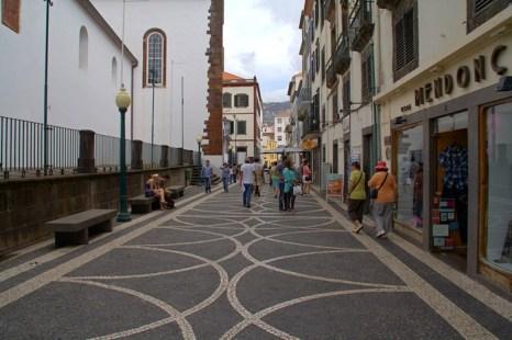 Улица в Фуншале. Мадейра. Фото: Сима Петрова/Великая Эпоха (The Epoch Times)