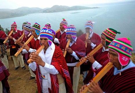 Индейский народ Боливии Аймара традиционно готовятся ко дню летнего солнцестояния 21 декабря проведением ритуалов. Фото: JORGE BERNAL/AFP/Getty Images