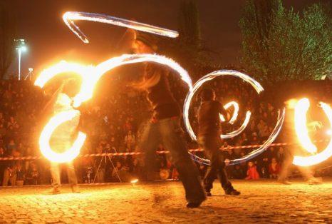 Танцами и концертами отметили вальпургиеву ночь в Берлине 30 апреля 2013 г. Фото: Sean Gallup/Getty Images