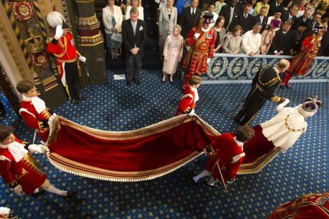 Принц Филипп, герцог Эдинбургский, и королева Елизавета II прибыли на Церемонию открытия парламента в палату лордов. Фото: Lewis Whyld - WPA Pool/Getty Images