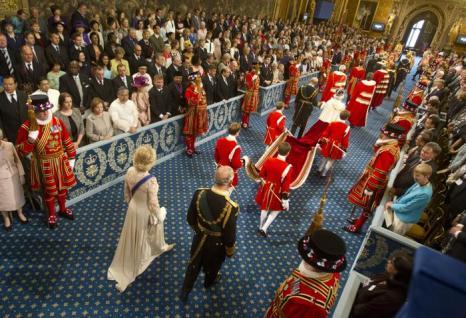 Елизавета II c принцем Филиппом и принц Чарльз с супругой Камиллой прибыли на Церемонию открытия парламента в палату лордов. Фото: Lewis Whyld - WPA Pool/Getty Images