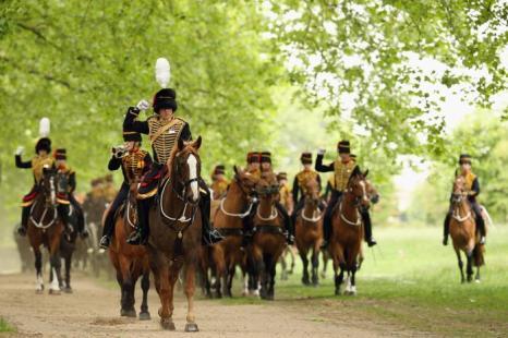 Войска королевской конной артиллерии выступили в день рождения принца Филиппа. Фото: Oli Scarff/Getty Images