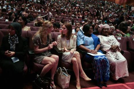 (л-п) Принцесса Нидерландов Мейбл Оранских-Нассау и крон-принцесса Дании Мэри на международной конференции по проблеме женщин и девочек в Малайзии. Фото: Rahman Roslan/Getty Images