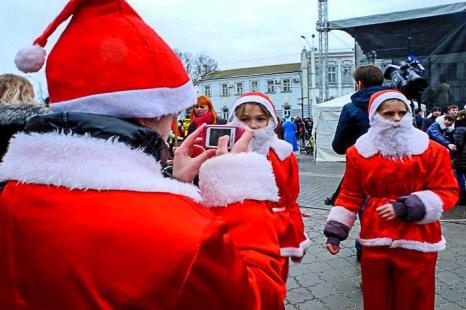 В южном крымском городе Евпатория соревновались Деды Морозы. Фото: Алла Лавриненко/Великая Эпоха (The Epoch Times)