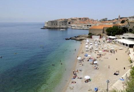 Пляж в Дубровнике, столице Южной Далмации. Город расположен в южной части страны. Фото: HRVOJE POLAN/AFP/Getty Images