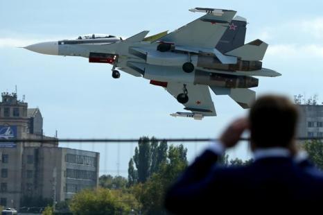 Российский истребитель Су-30 на открытии Международного авиационно-космического салона МАКС-2013 в Жуковском 27 августа 2013 года. Фото: KIRILL KUDRYAVTSEV/AFP/Getty Images