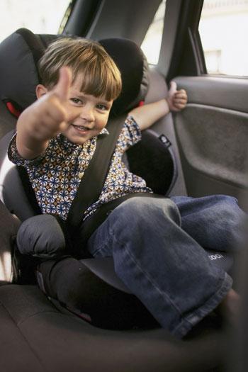Машина с ребенком. Фото:Bruno Vincent/Getty Images