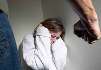 В России от жестокого обращения ежегодно погибают около 13 тысяч женщин. Фото: baltinfo.ru