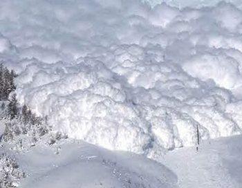 Транскавказскую магистраль перекрыли снежные лавины. Фото с сайта  yuga.ru