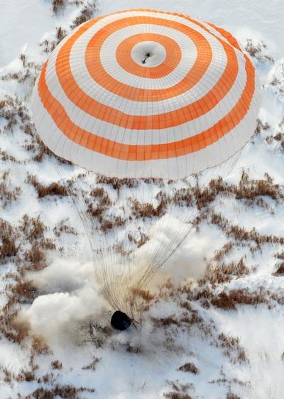 Экипаж космического корабля «Союз ТМА-16» успешно приземлился. Фоторепортаж. Фото с сайта roscosmos.ru