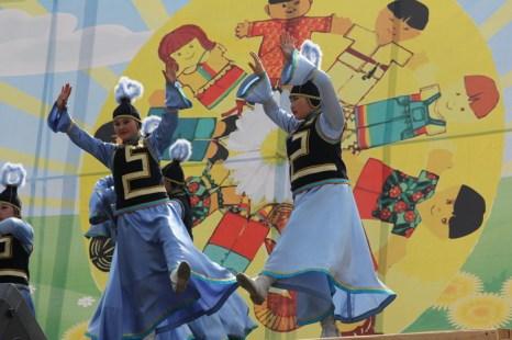 Национальный бурятский танец для 50-летнего Шелехова. Фото: Николай ОШКАЙ/Великая Эпоха (The Epoch Times)