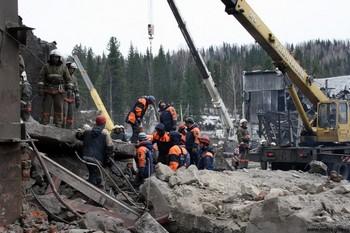 В Междуреченске на шахте «Распадская» продолжаются пожары. Принято решение начать затопление шахт. Фото с сайта mchs.gov.ru