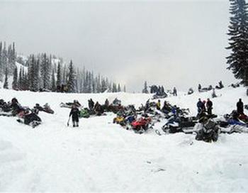 Шесть российских туристов разбились в Альпах, катаясь на снегоходе. Фото: news.bigmir.net