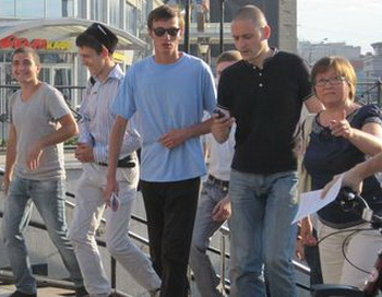 Участники оппозиционного автопробега «Белый поток». Фото с сайта  http://megaobzor.com
