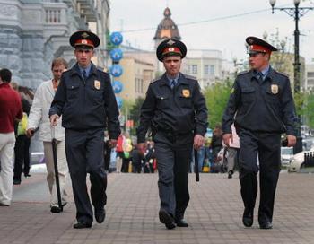 В преддверии майских праздников  милиция России переходит на усиленный режим работы. Фото: Alexander NEMENOV/AFP/Getty Images