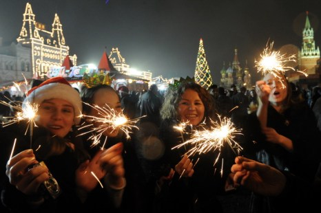 Новогодние каникулы в 2014 году, возможно, продлятся 8 дней. Фото: KIRILL KUDRYAVTSEV/AFP/Getty Images