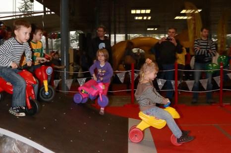 Мотоциклы «Velarti» - идеальное первое знакомство малыша с детским велосипедом. Спортлэнд 2012г. Фото:  Сергей Лучезарный/Великая Эпоха (The Epoch Times)