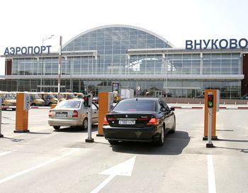 Аэропорт «Внуково» - Дмитрий Медведев после осмотра Киевского вокзала посетил аэропорт «Внуково», где проверил  систему охраны здания. Фото с сайта skyscrapercity.com